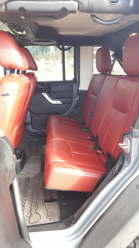 Click image for larger version  Name:06_10AJKUR_Back_Seats.jpg Views:318 Size:181.3 KB ID:3343297
