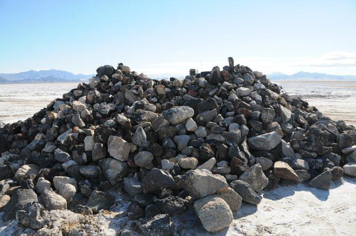 Click image for larger version  Name:20101128_Mojave_Road_Rock_Pile_at_Soda_Lake.jpg Views:125 Size:86.3 KB ID:70348