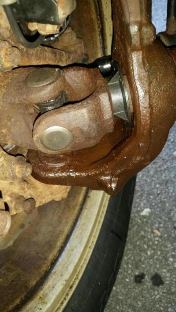 2014 Jeep Wrangler >> leaking front ??? axle seal - Jeep Wrangler Forum