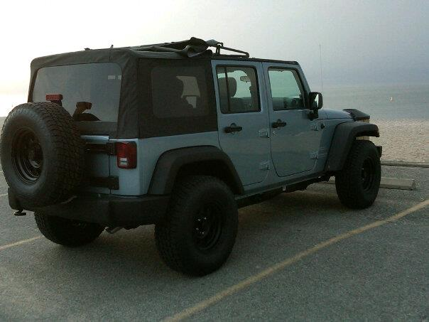 Click image for larger version  Name:beachjeep.jpg Views:140 Size:33.8 KB ID:127920