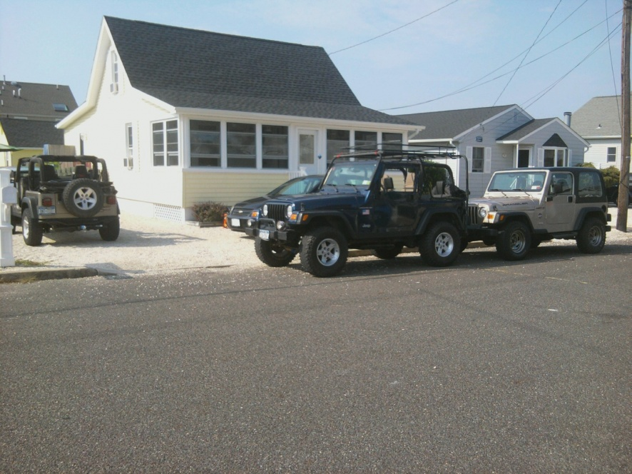 Click image for larger version  Name:big happy jeep family.jpg Views:86 Size:225.5 KB ID:110982