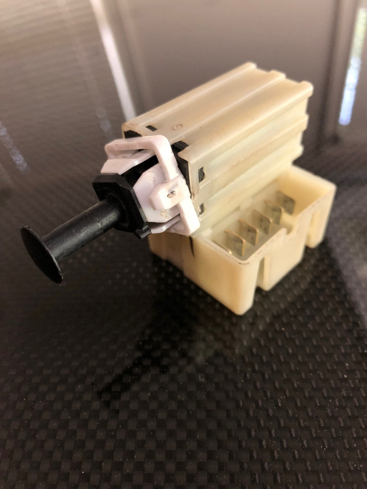 Click image for larger version  Name:brake switch 1.jpg Views:20 Size:208.8 KB ID:4155089