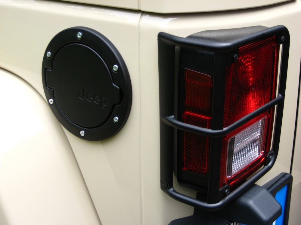 Click image for larger version  Name:Fuel door - guard.jpg Views:92 Size:162.6 KB ID:66800