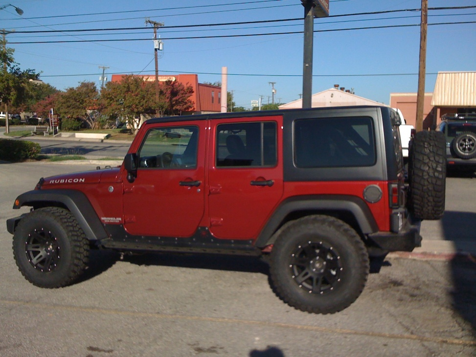 35 Quot S On A Rubi With No Lift Jeep Wrangler Forum