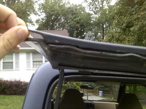 Click image for larger version  Name:jeep broken tailgate.jpg Views:76 Size:36.8 KB ID:26241