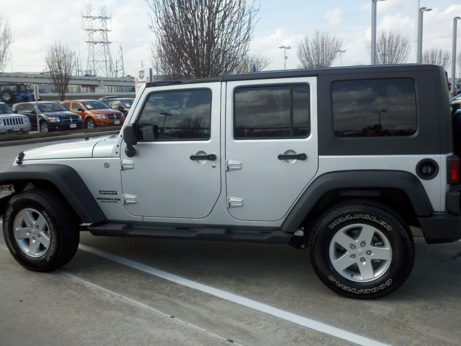 Click image for larger version  Name:jeep closing.jpg Views:50 Size:223.3 KB ID:38861