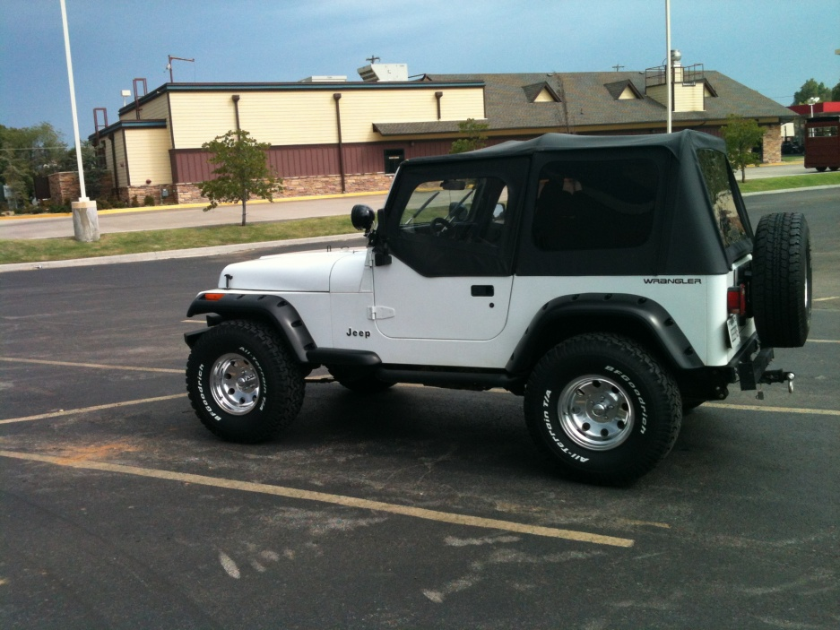 Click image for larger version  Name:Jeep new shoes 001.jpg Views:98 Size:222.5 KB ID:163922