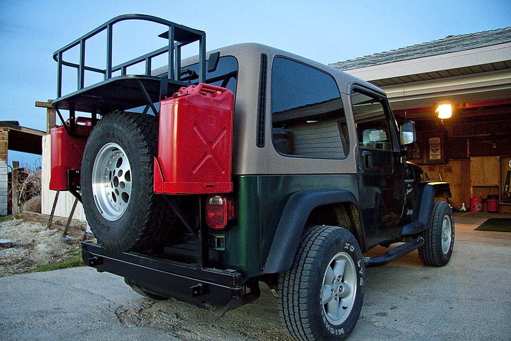 Click image for larger version  Name:Jeep rack with jerry cans3.jpg Views:78 Size:179.2 KB ID:17574