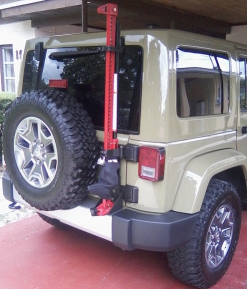 Click image for larger version  Name:jeep with jack.jpg Views:302 Size:115.8 KB ID:262425