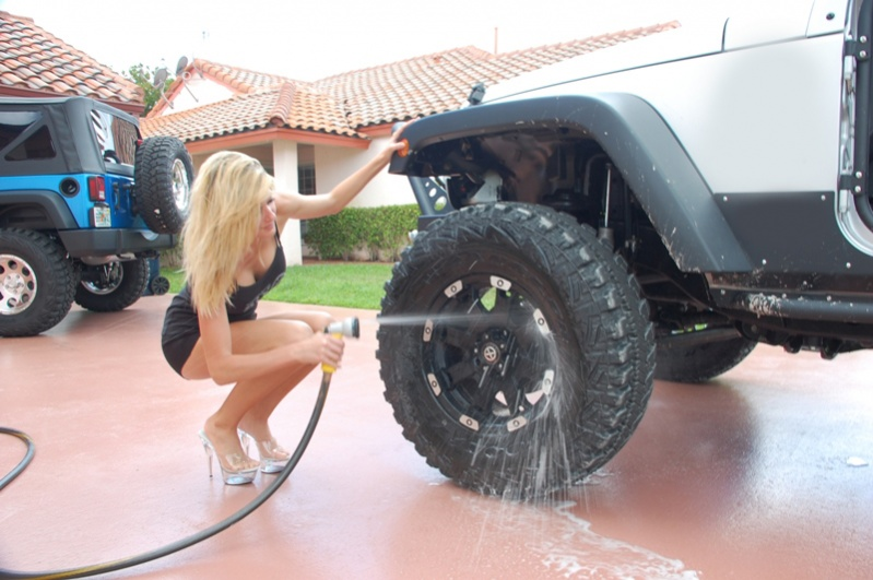 Click image for larger version  Name:jeep_girl-washing_tire.jpg Views:783 Size:137.2 KB ID:176460