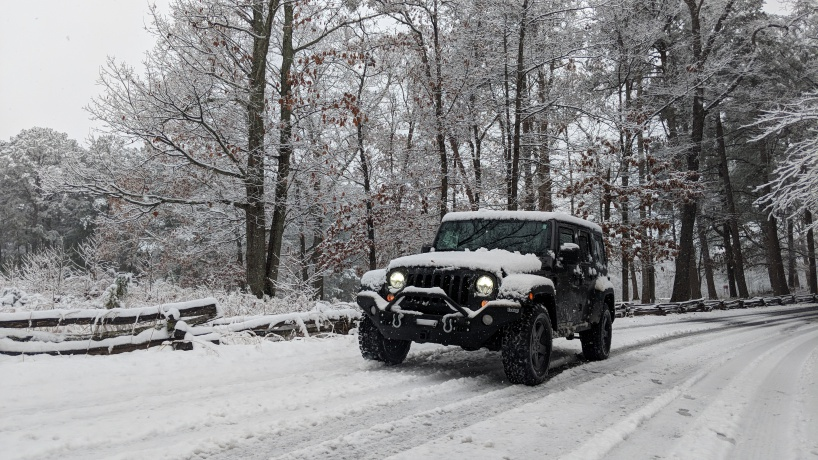 Click image for larger version  Name:Jeep_in_the_Snow.jpg Views:91 Size:220.9 KB ID:3874009