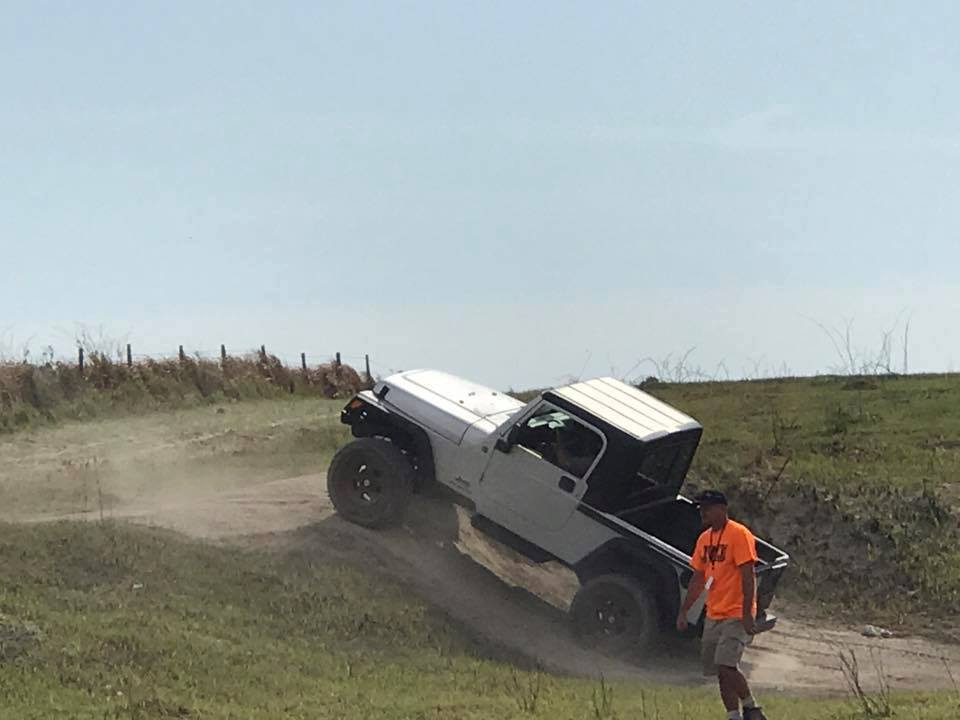 Click image for larger version  Name:jeepin up hill.jpg Views:205 Size:48.0 KB ID:3471034