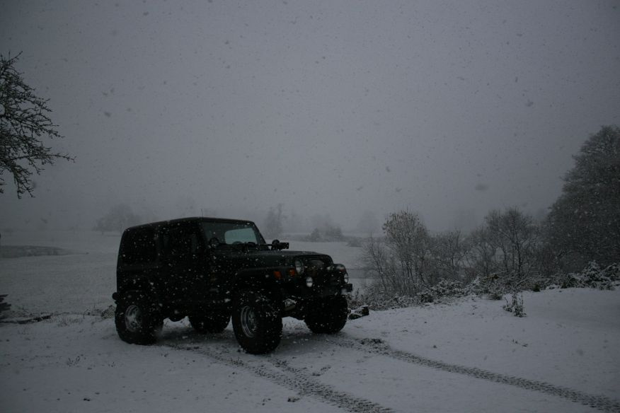 Click image for larger version  Name:jeepsnow.jpg Views:227 Size:58.1 KB ID:30572