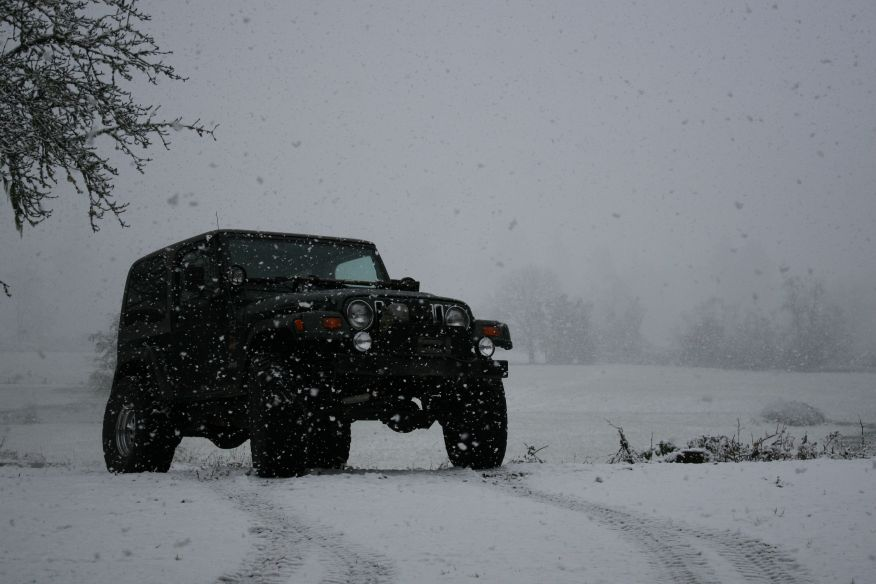 Click image for larger version  Name:jeepsnow1.jpg Views:231 Size:71.9 KB ID:30573