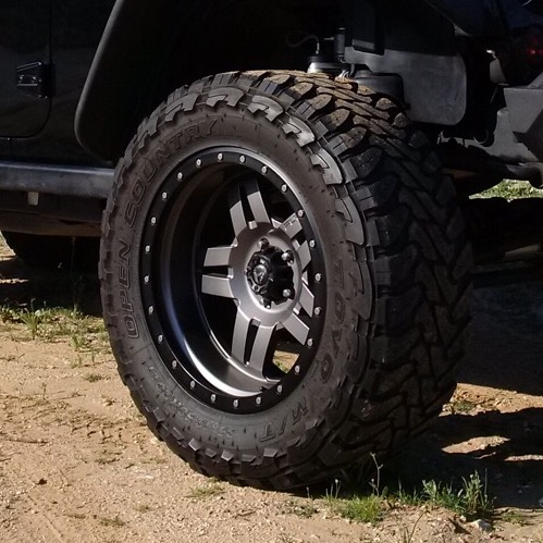 Click image for larger version  Name:JeepTire.jpg Views:1946 Size:87.6 KB ID:2955146