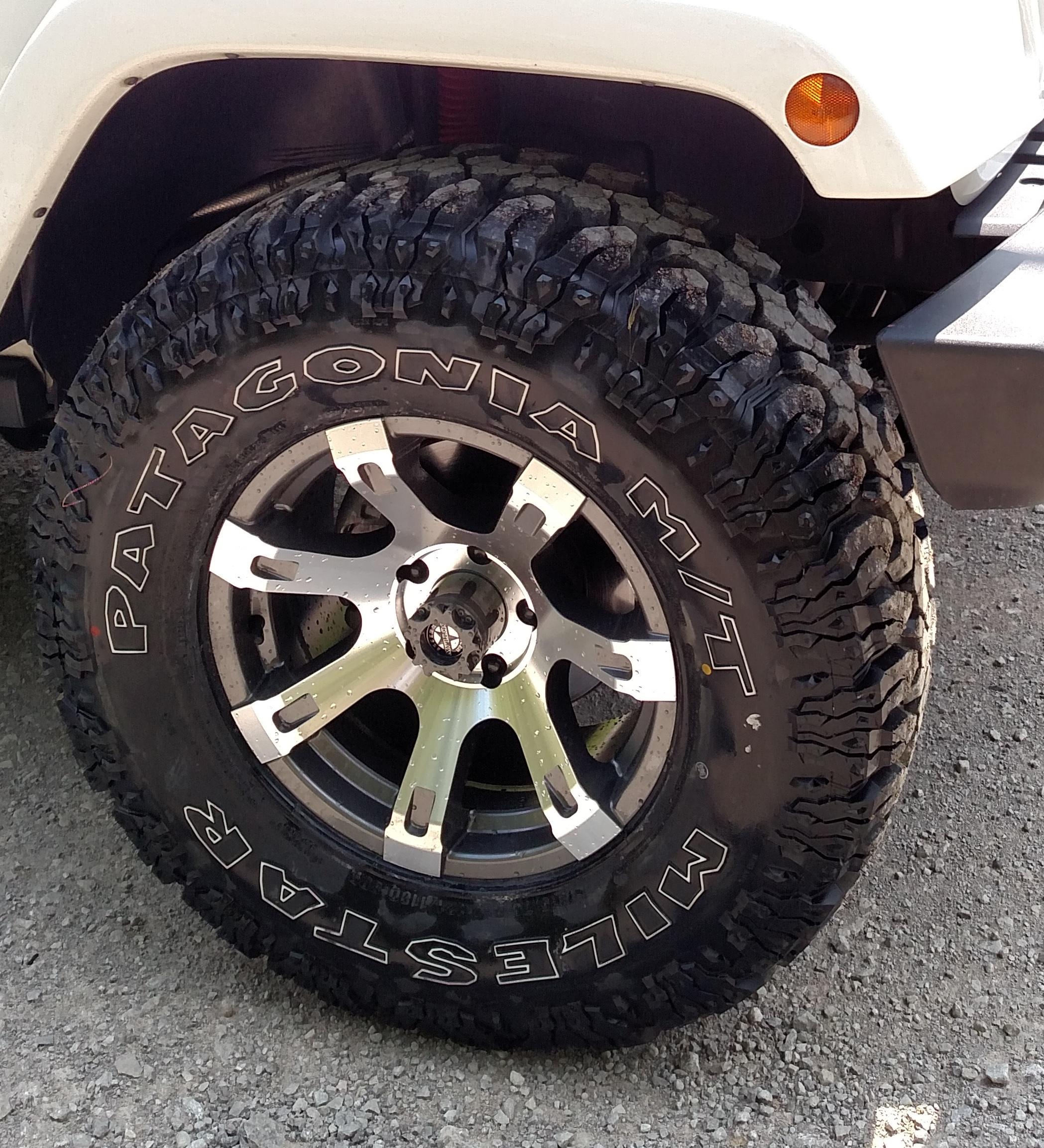 Click image for larger version  Name:just tire.jpg Views:1485 Size:1.56 MB ID:3773033