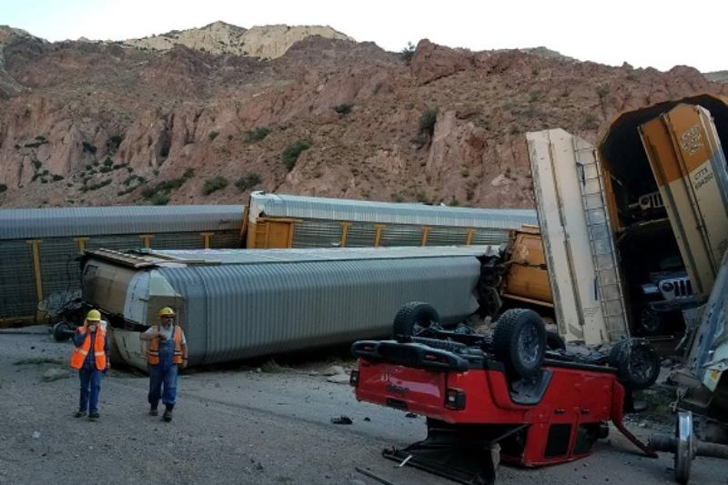 Click image for larger version  Name:lincoln+train+derailment-lcso3.jpg Views:27 Size:67.4 KB ID:4163445