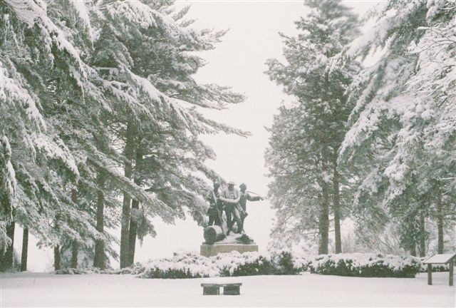 Click image for larger version  Name:Lumbermens Monument sml.jpg Views:118 Size:71.6 KB ID:20111