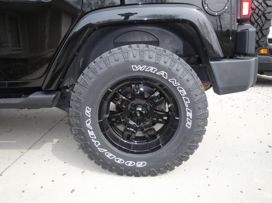 Click image for larger version  Name:New Tires 143.jpg Views:365 Size:220.4 KB ID:55590