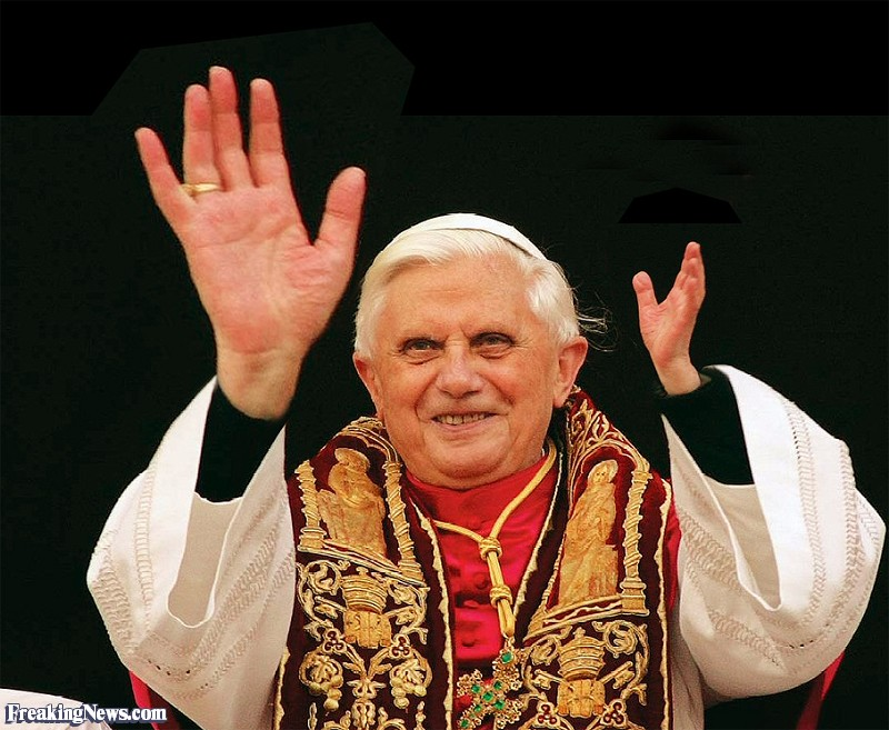 Click image for larger version  Name:Pope-s-Big-Hand--96899.jpg Views:6 Size:137.1 KB ID:4159043