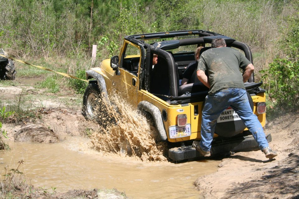 Click image for larger version  Name:stuck jeep.jpg Views:175 Size:176.8 KB ID:108385