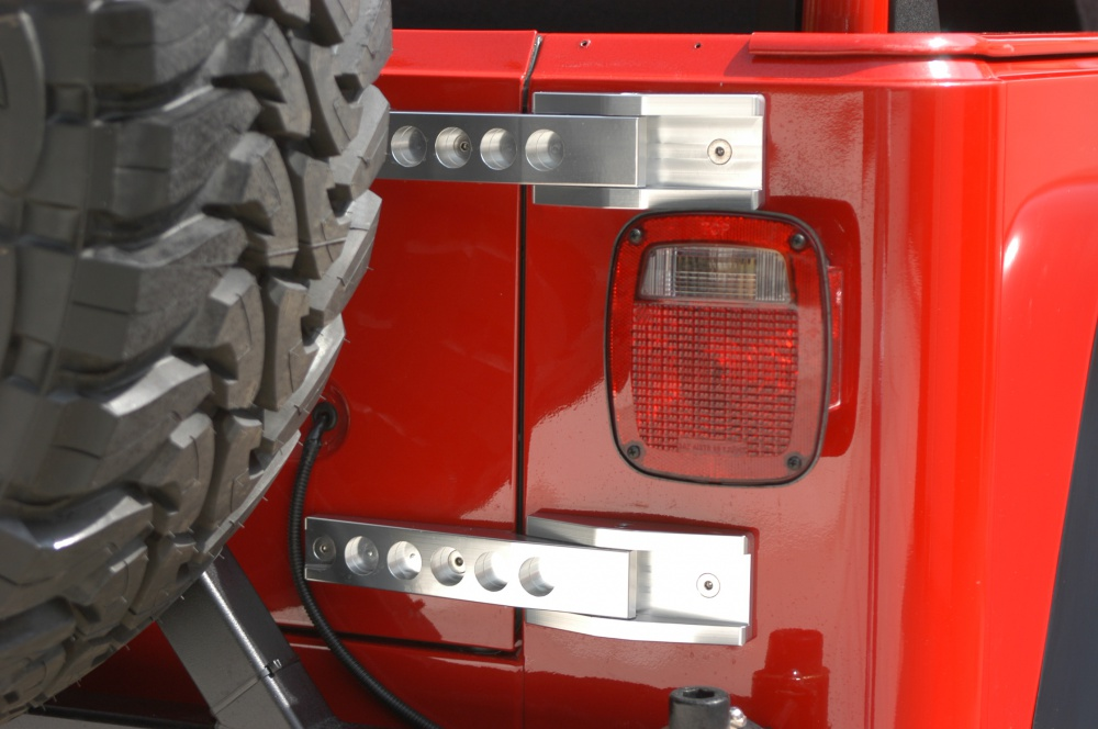 Click image for larger version  Name:tailgatehinges.jpg Views:1593 Size:170.0 KB ID:911482
