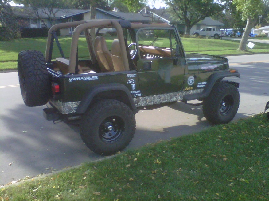 Click image for larger version  Name:zombie jeep.jpg Views:83 Size:225.2 KB ID:188862