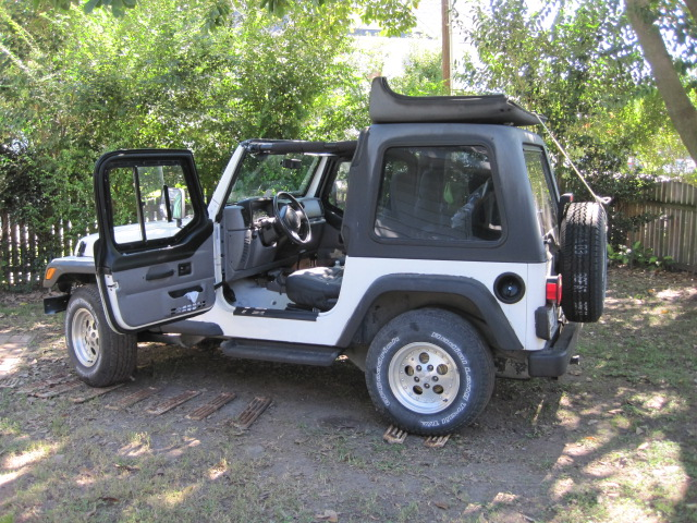 Pop-top Jeep -